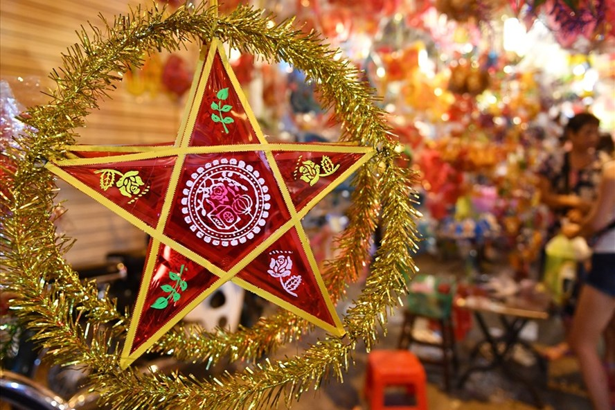 The red star-shaped lantern is a symbol of Mid Autumn festival