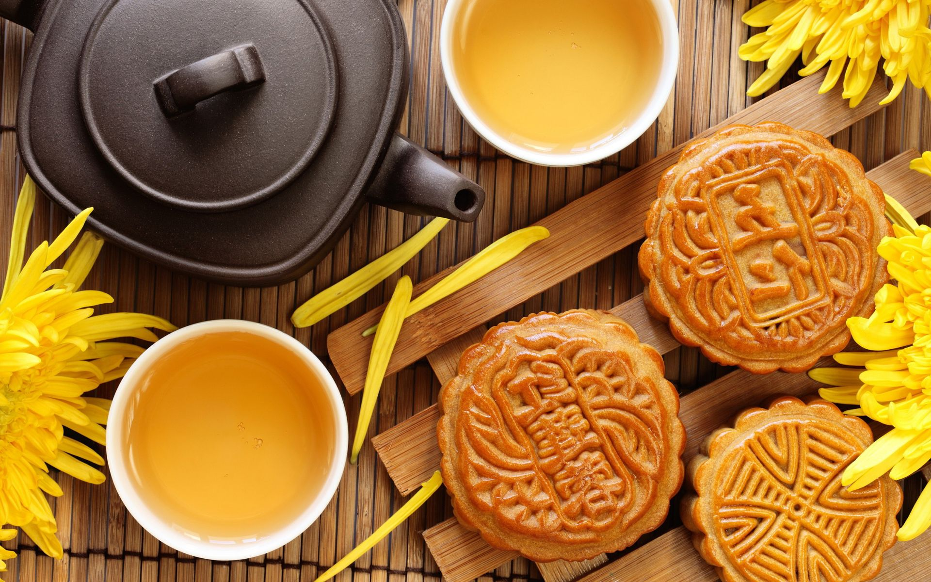 Moon cake symbolizes Luck, Happiness, Health and Wealth on the Mid-Autumn festival