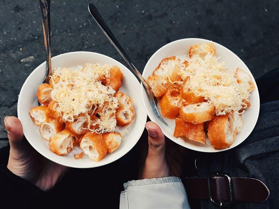 "You can enjoy pork ribs congee with ""quẩy"", long golden-brown deep-fried strip of dough"