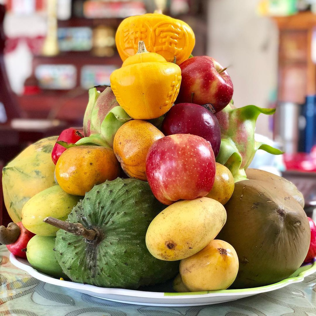 """The five fruits tray of the South Vietnamese family has the meaning """"Cầu sung vừa đủ xài"""""""