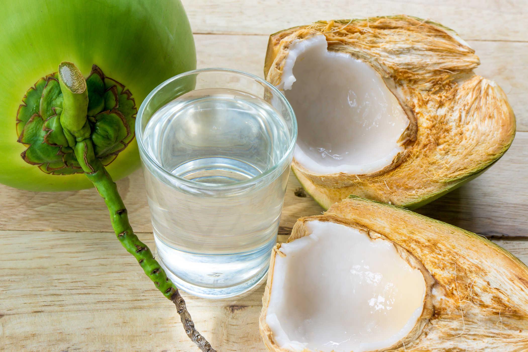 Buổi sáng là thời điểm tuyệt vời để thưởng thức nước dừa